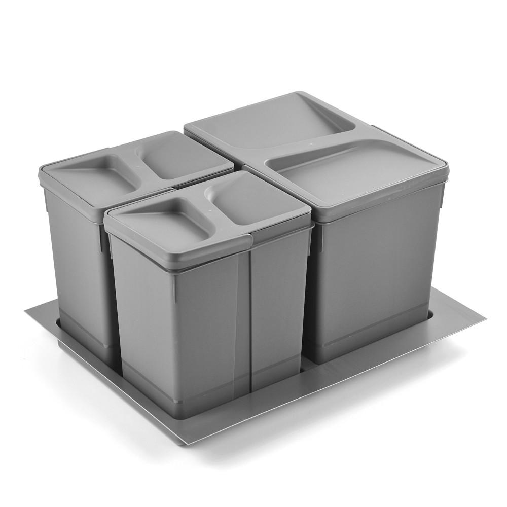 Kosze do segregacji śmieci w niewielkiej kuchni