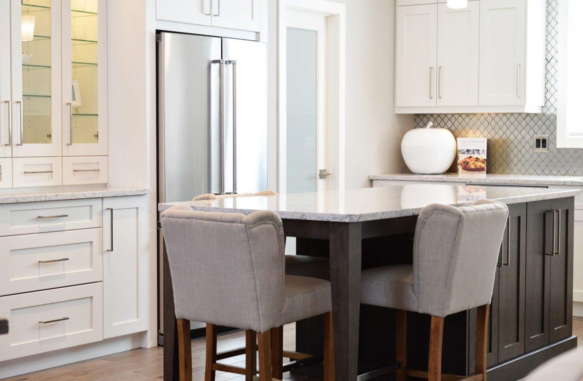 Urządzamy kuchnię – meble i listwy przyblatowe